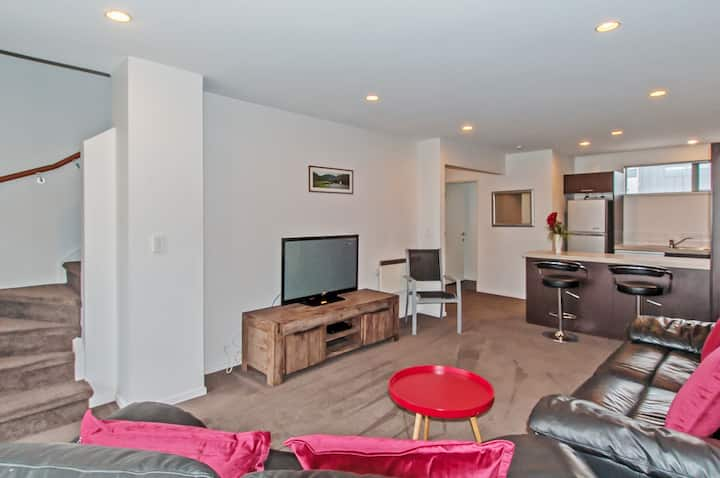 PRIME LOCATION HANDY SHOPPING,HAGLEY PARK BOOK NOW