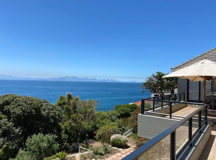 Sunnycove Seascapes - panoramic view of False Bay!