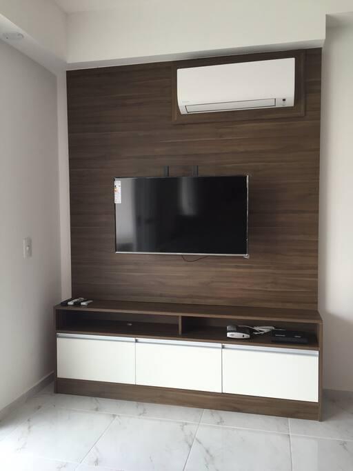 Smart TV, com NET (tv a cabo) e internet