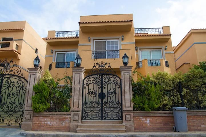 Private Master Suite in a Villa Females only - Alexandria - Villa