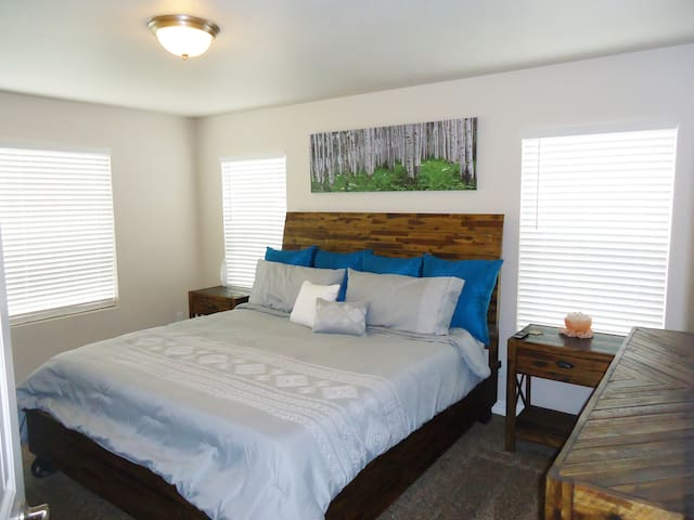 Brand New Comfy Home 6 plus guests