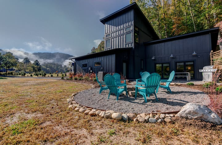 Herron Cove Cottage; close to downtown Weaverville, modern construction, & more!
