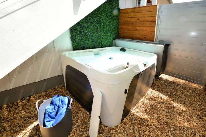 New Amazing 2 Bedroom w/ Hot Tub