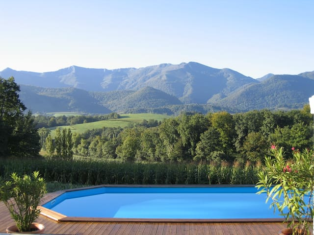 Maison rénovée avec piscine face aux Pyrénées