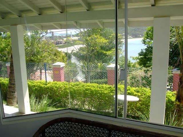 Casa de baixo com vista para praia da Lagoinha