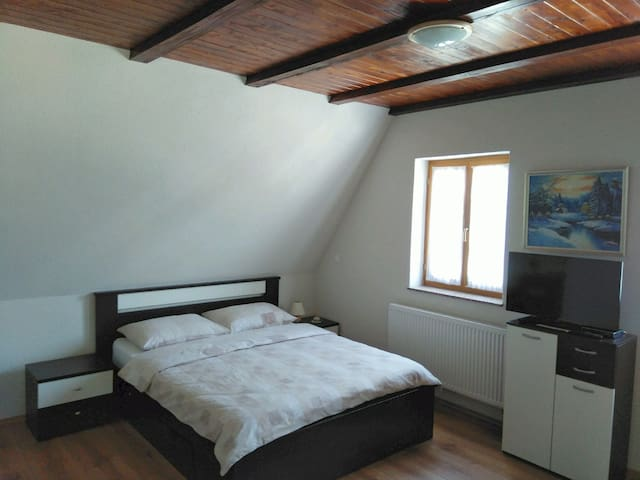 Spacious Studio Apartment- Croatia Plitvice Lakes