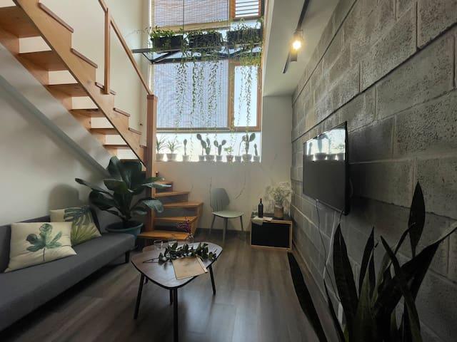 Aqua 8 - Duplex with Landmark 81 view