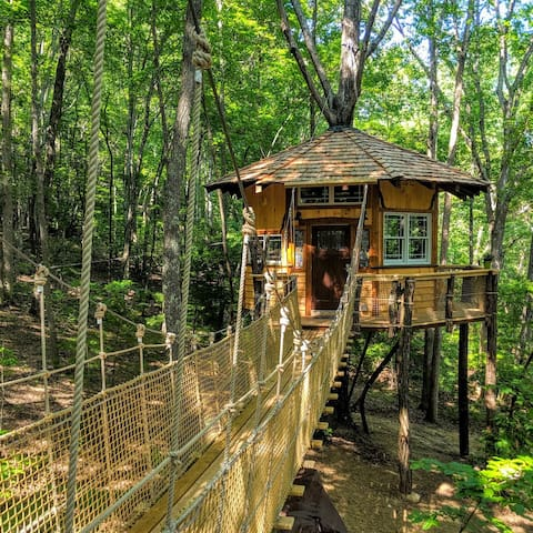 Dogs Stay Free! Treehouse Mountain Retreat