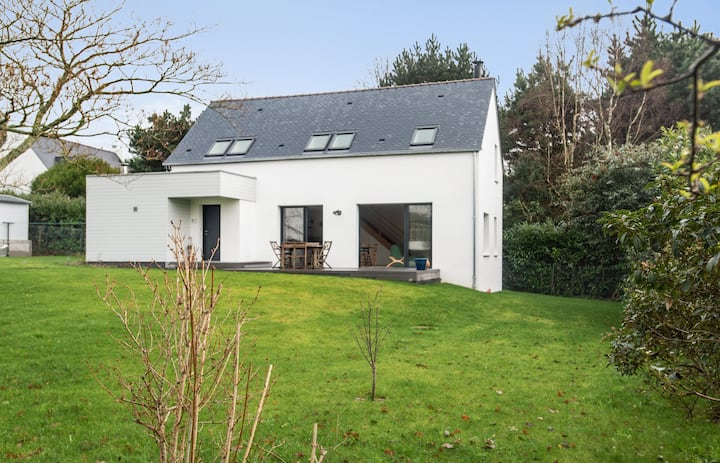 Charming house with large garden in Arradon, 10 min to Vannes - Welkeys