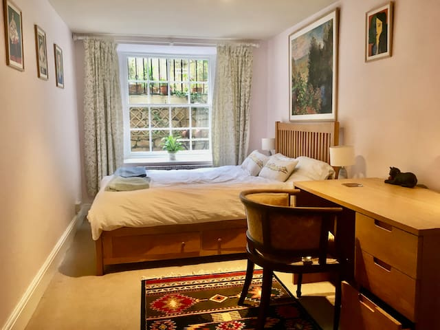 One Bed Suite with Lovely Patio, Central location