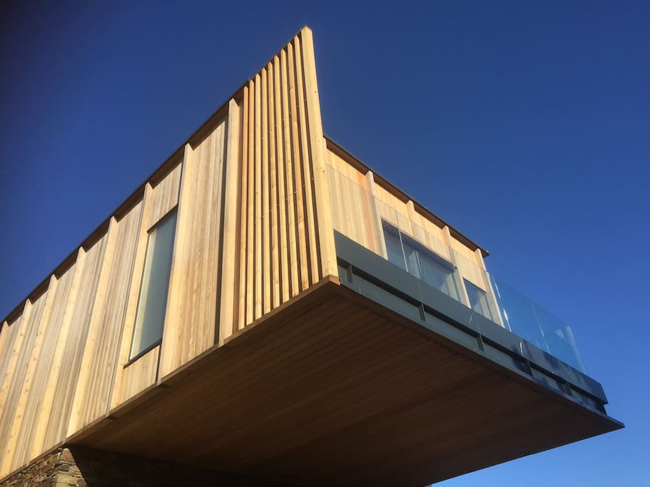 Eco House with 5m Cantilever