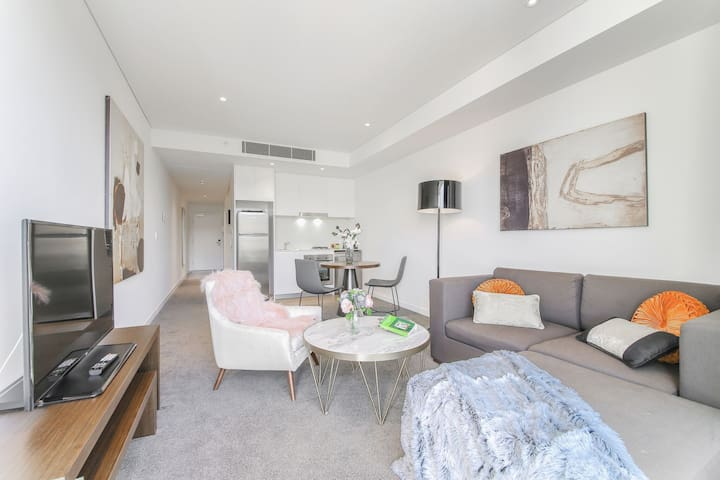 one bedroom mordern apartment in chatswood CBD