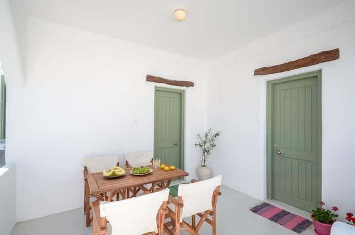 """Jasmine"" -Bijou holiday home in Mikri Vigla"