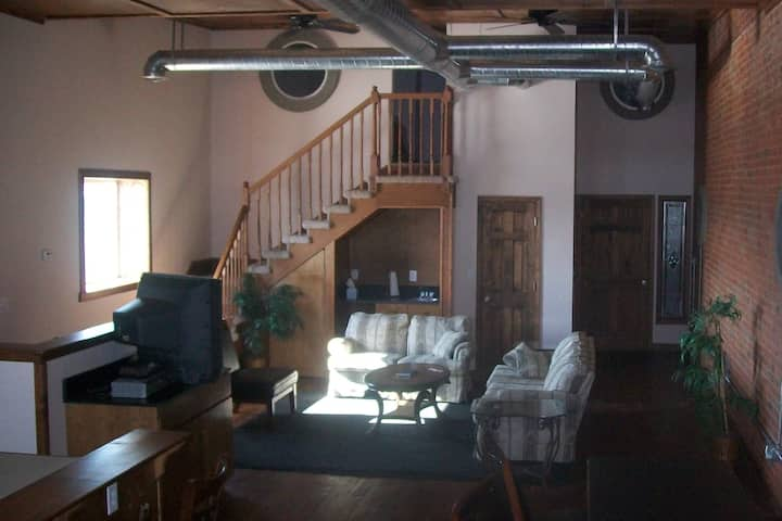 1500 Sq. Ft Condo with Large family room/ kitchen