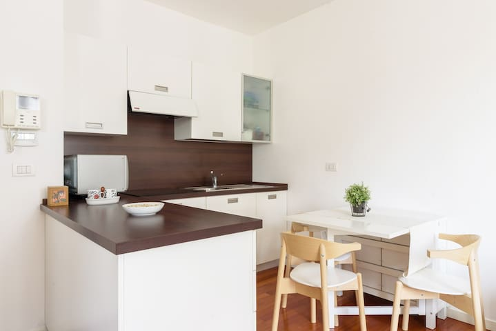 Bright, modern and spacious studio near metro