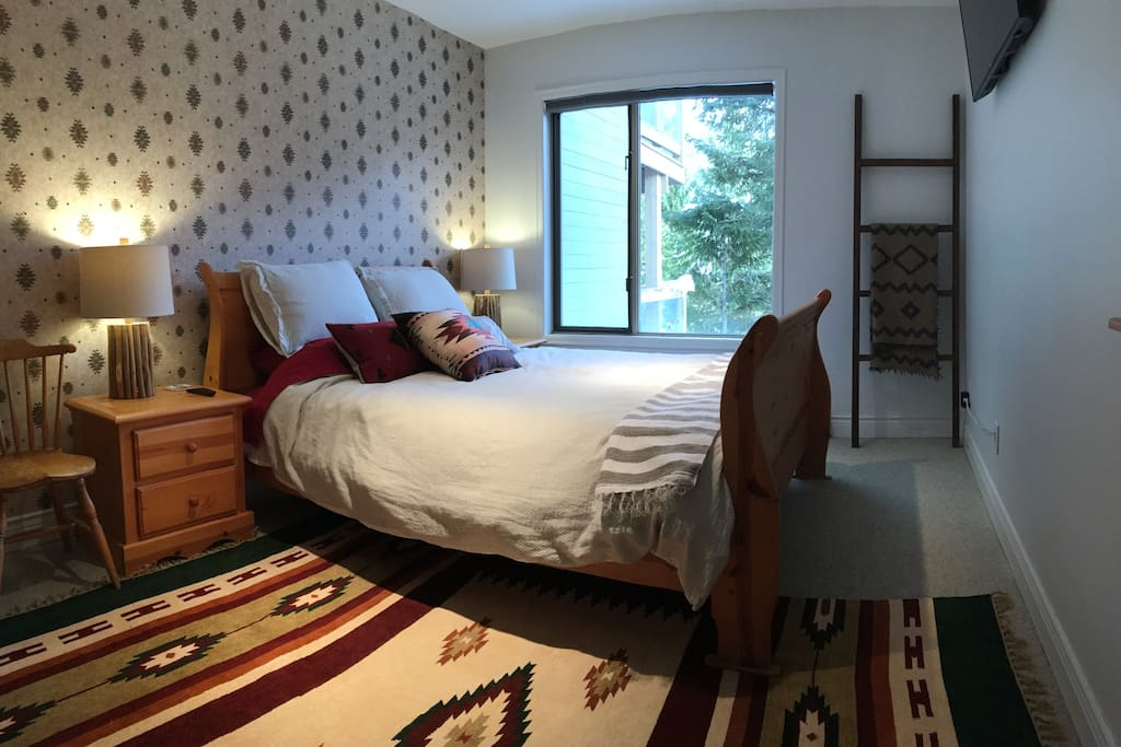 """The """"Navajo"""" room - queen bed with TV"""
