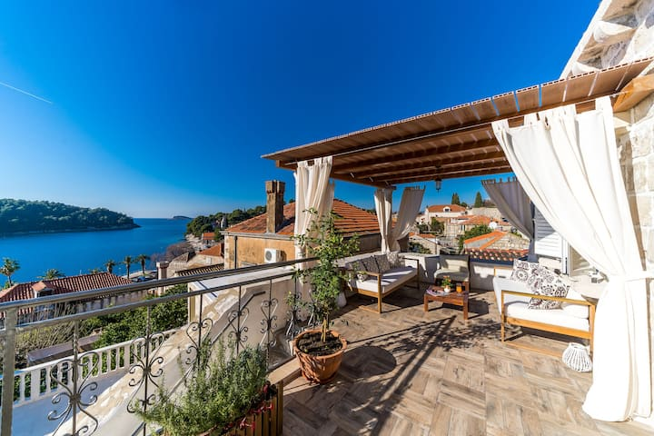 Dubrovnik-Cavtat  Sea Front  Villa with pool