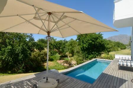 Dble room with private entrance in De Zalze Estate - Stellenbosch