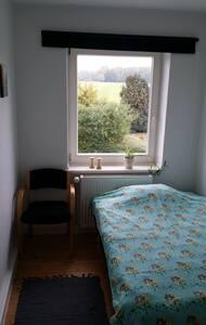 Lille værelse med seng 120x200cm - Pis