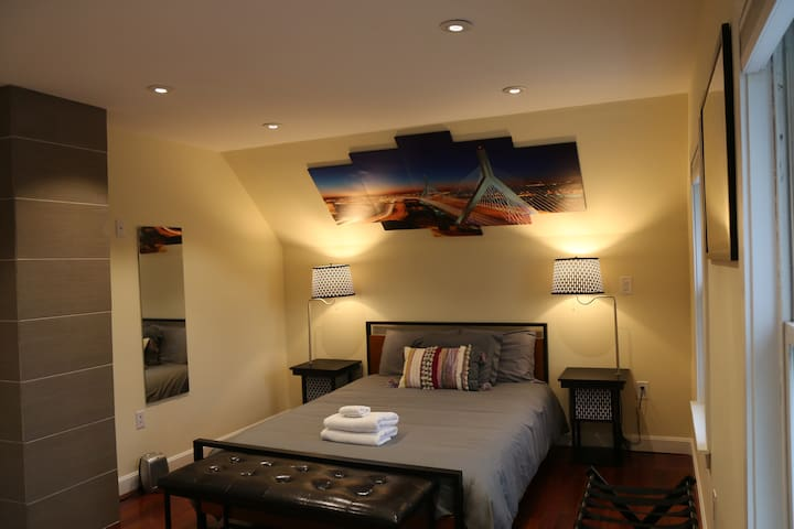 Spacious room-minutes to downtown & airport #2