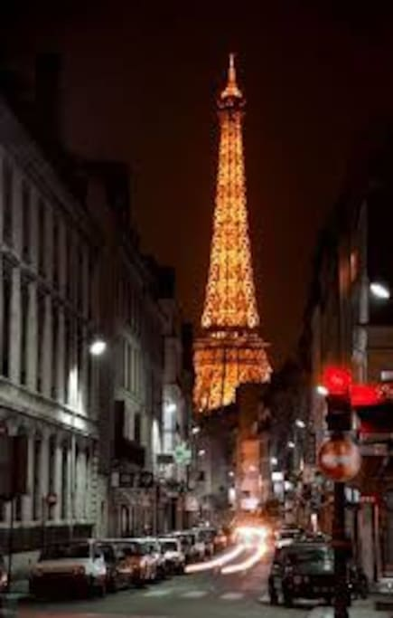 EIffel Tower view from the street
