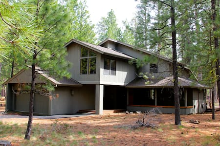 Beautiful House & setting. Great for two families - Black Butte - 独立屋
