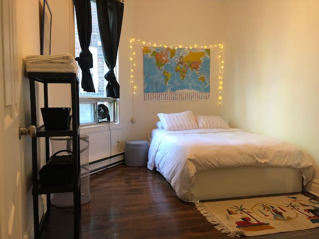 Comfortable private room close to downtown