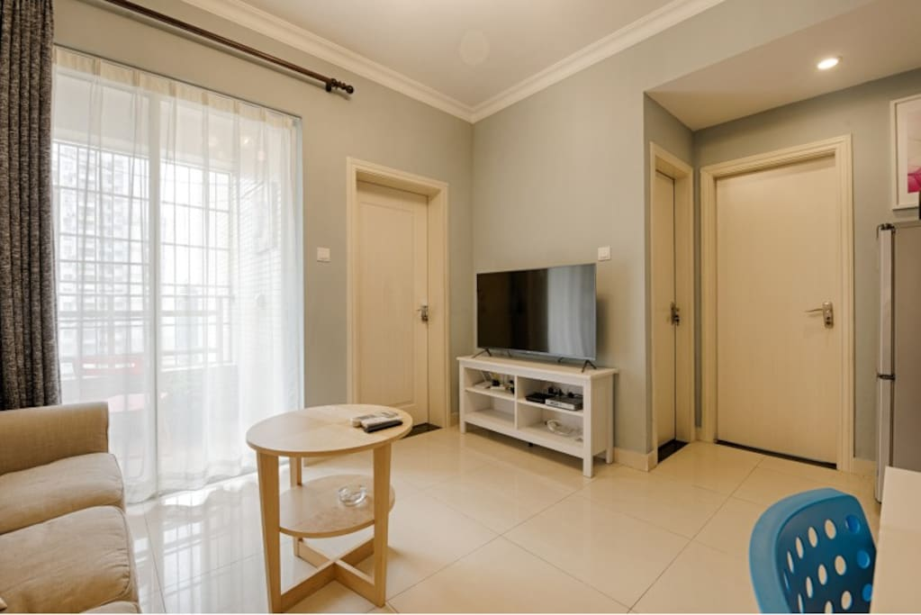 温馨明亮的客厅,智能网络电视