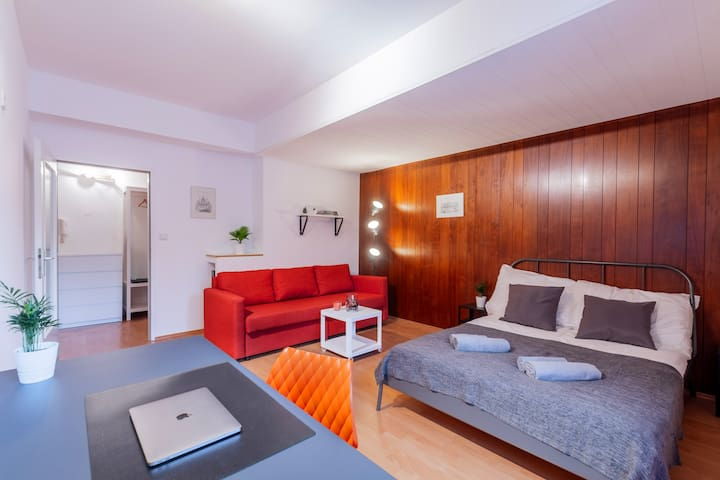 Spacious apartment. 10 min to Schönbrunn Palace