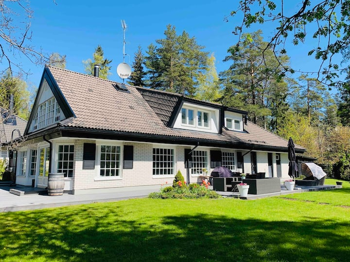 Spacious villa & garden 30 min from Helsinki city