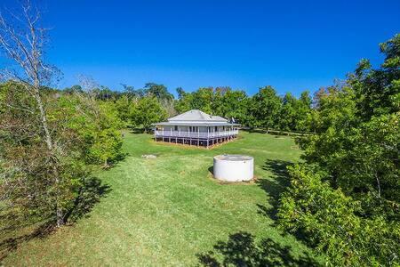Luxury Queenslander in serene Byron Hinterland - Pearces Creek - Huis