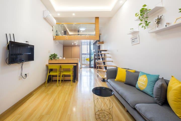 【木居】复式两室/金华商城/可加床做饭/阳台超大吊椅/免费停车