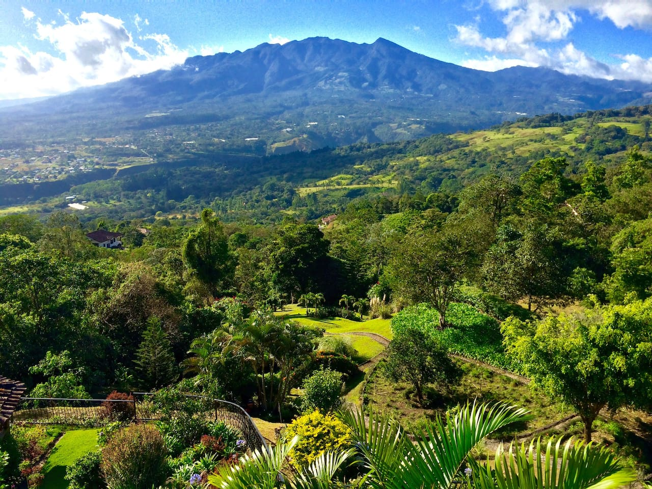 """Guest: """"Amazing place, the view of Volcan Baru is terrific""""   Vista Volcan, a luxurious and tranquil mountain retreat, 10 minutes from downtown Boquete. An experience in itself, it is the ideal base from which to experience the wonders of Chiriqui."""