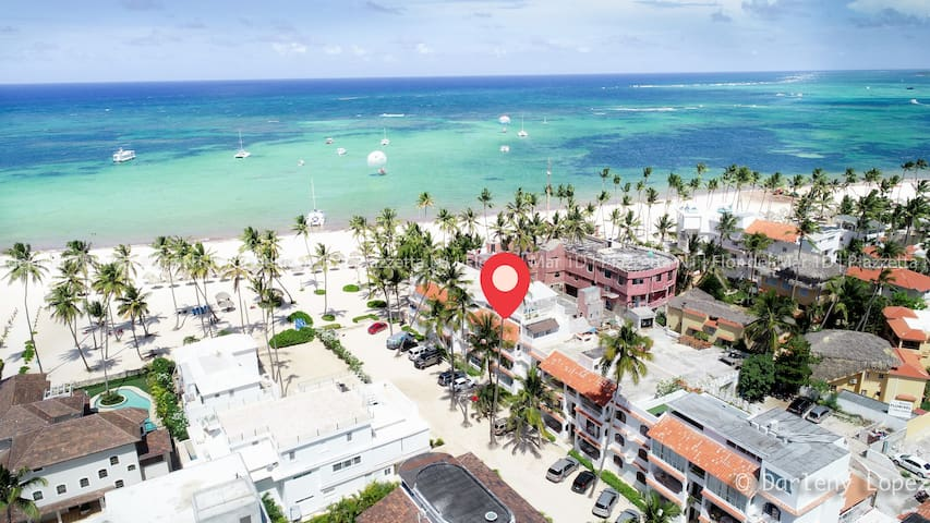 Right on the Beach *2BD*!! Close to everything!!