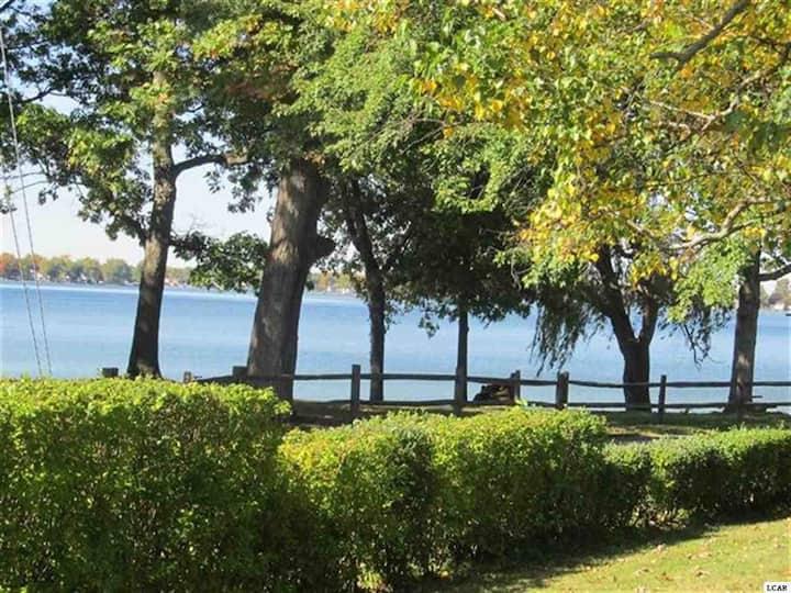 Cozy Lakefront Cottage