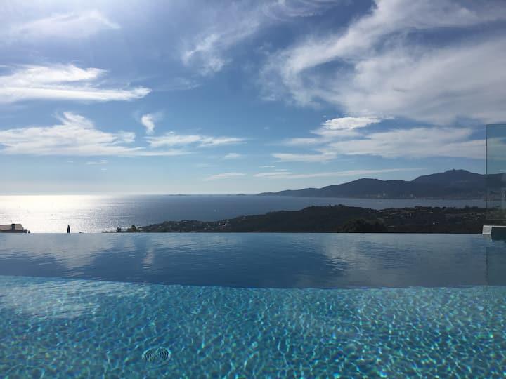Villa vue 180° sur golfe Ajaccio piscine chauffée