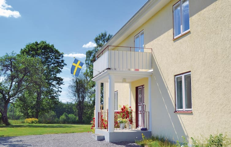 Holiday cottage with 4 bedrooms on 140 m² in Lammhult