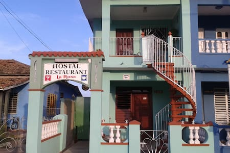 Hostal Restaurante La Rosa - Casilda - Bed & Breakfast