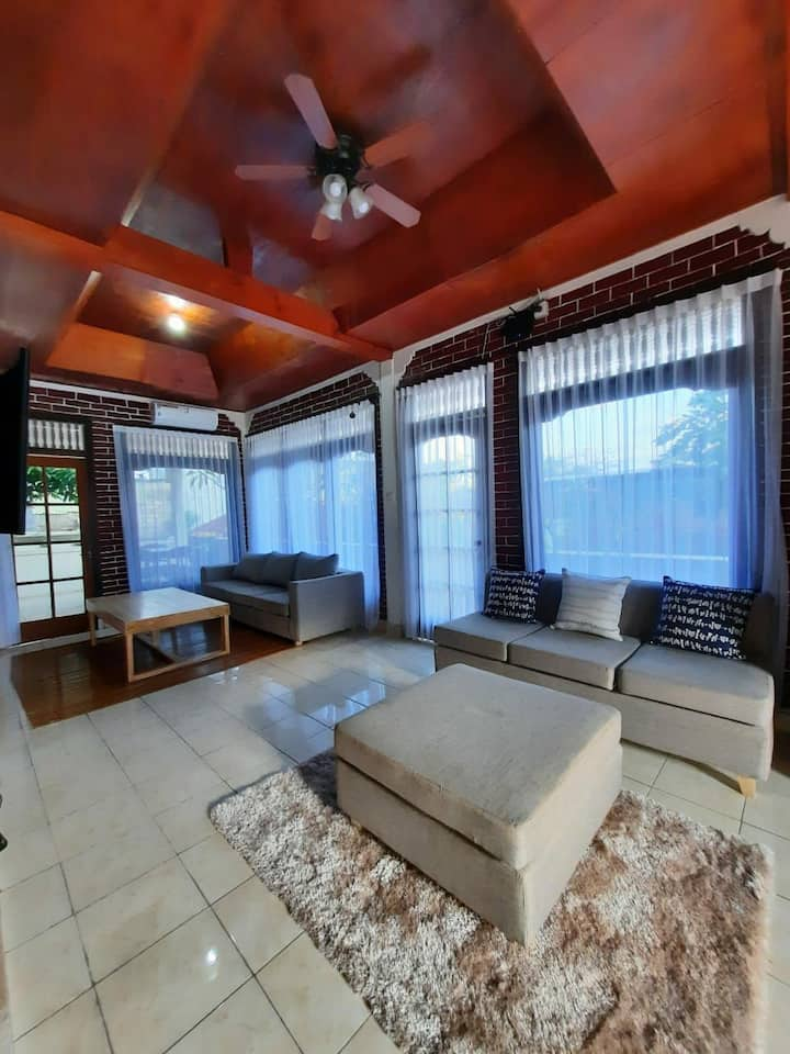 Upstairs Kuta Home-3 Minute Walk to Airport Reef