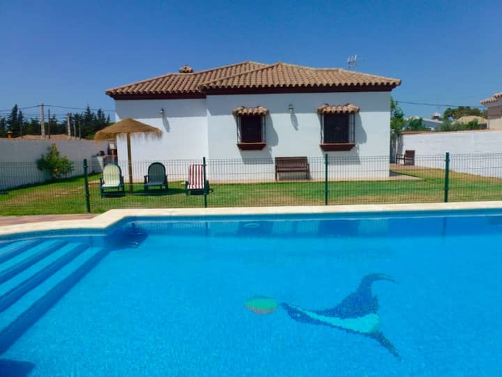 Villa with fenced pool in quiet area well located