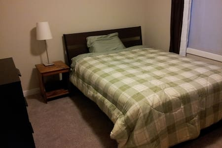 Private Bedroom-good for students and residents - Calgary