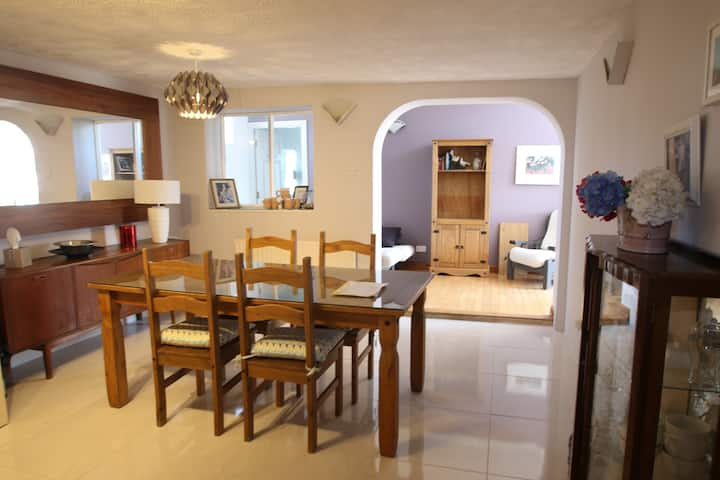 Large Spacious 2 Bed Apt in Town