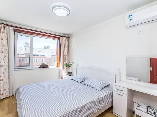 卧室2  1.8*2.0大床