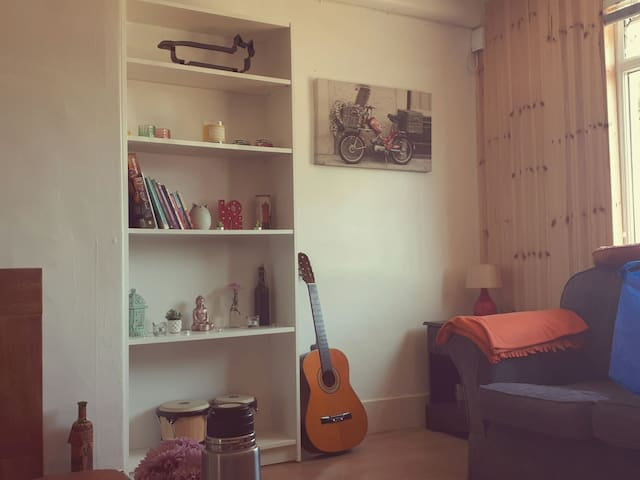 Cosy Bedroom in friendly warm house :)