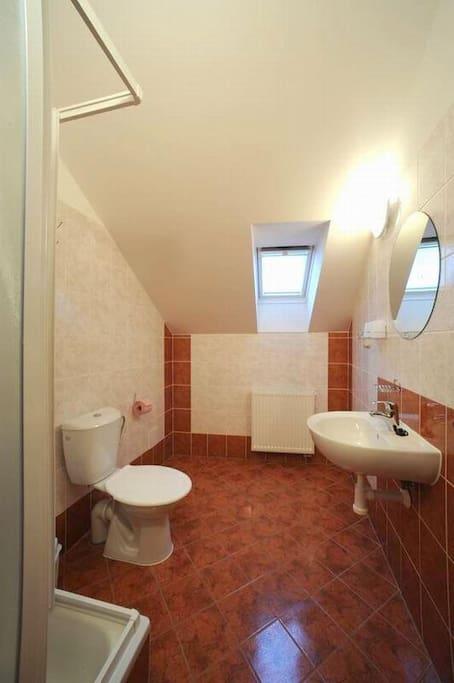 hezká, čistá a pohodlná koupelna