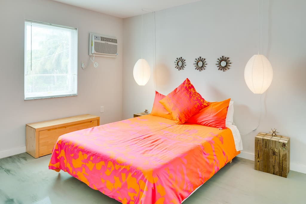 Queen Bed bedroom, decorated with love, we try to make our beds as comfy as possible with two pillows per person and the mattress is firm.