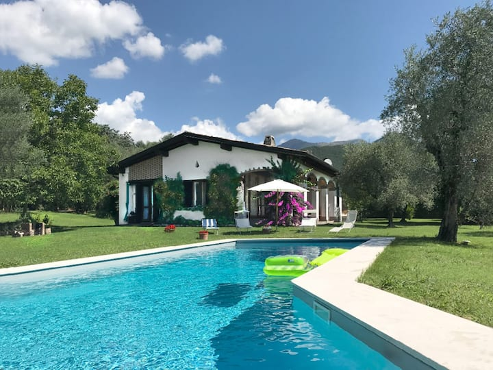 Villa with swimming pool and spectacular view