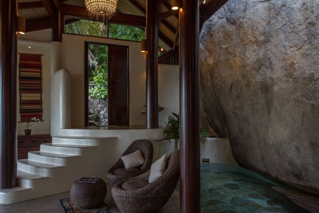 Entrance and plunge pool