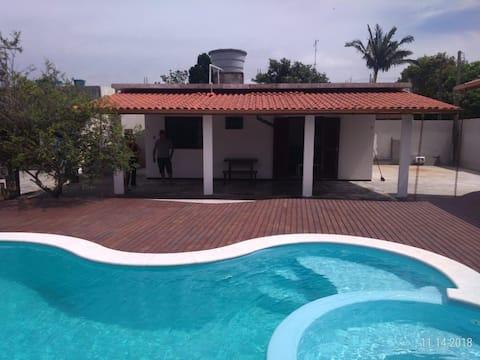 Casa com piscina a 3km da praia do sonho SC