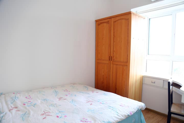 Large twin-bedded room by Battersea Park